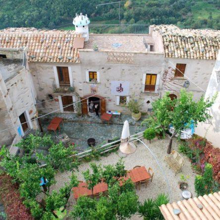 Dalla Calabria un esempio virtuoso di turismo sostenibile: l'albergo diffuso di Belmonte