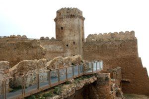 castello-di-le-castella-scorcio-con-torre