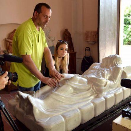 """At the Academy of Fine Arts in Catanzaro sculpting """"in the dark"""" with artist Felice Tagliaferri"""