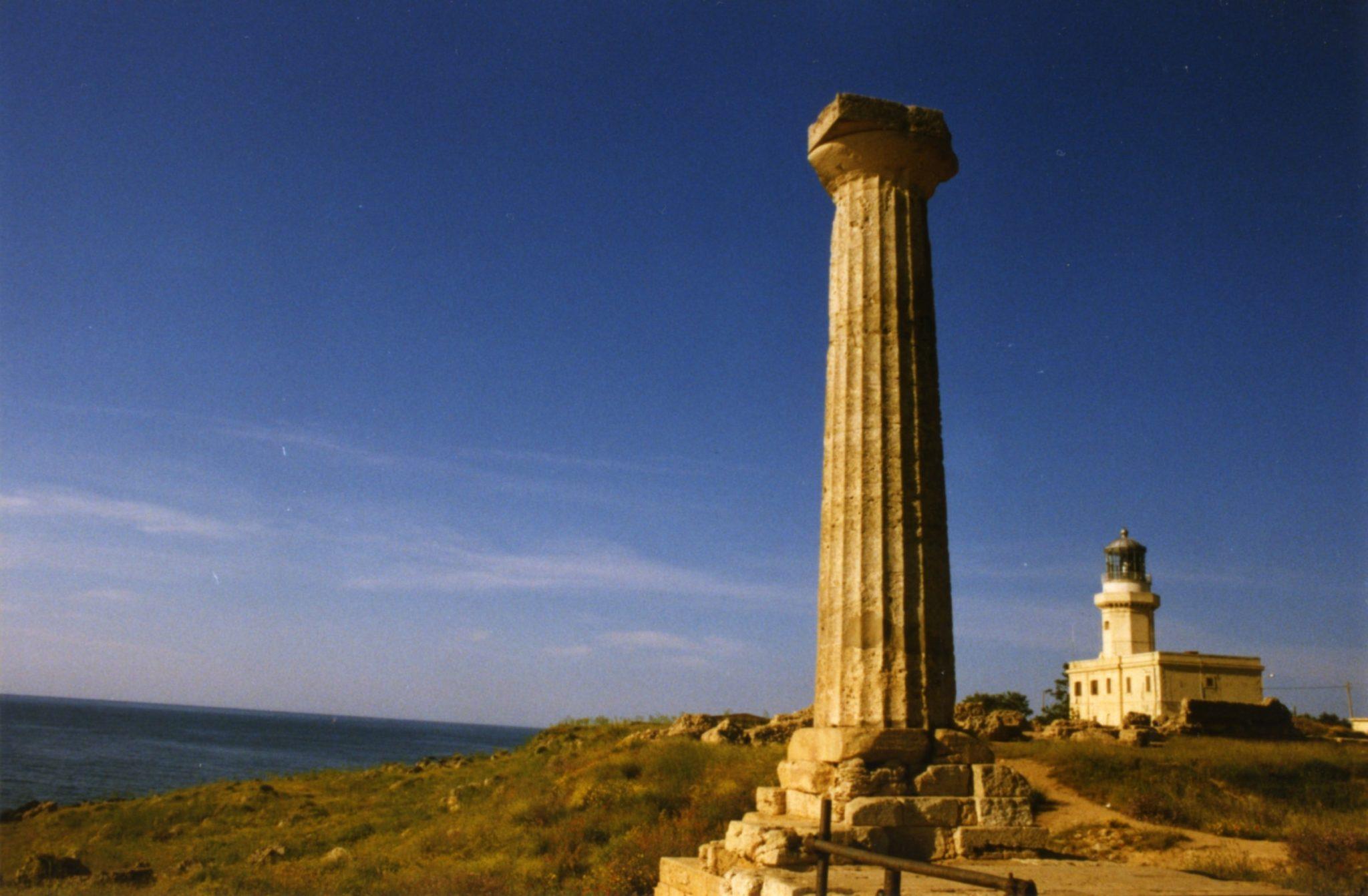 Parco archeologico di capo colonna yes calabria for Casa moderna crotone