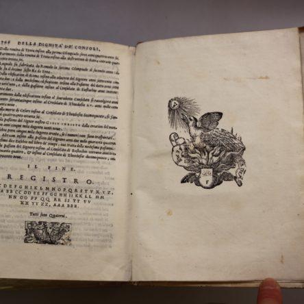 """Alla Biblioteca De Nava libri che sono tesori. Si può contribuire al lavoro di recupero usufruendo dell' """"Art Bonus"""""""