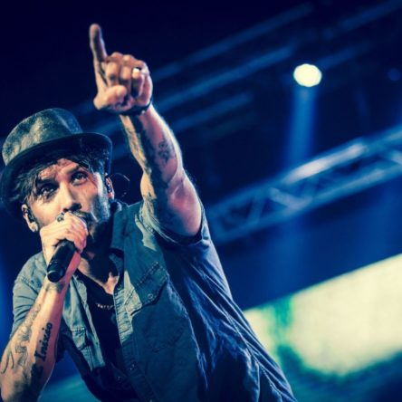 (Ita) Fabrizio Moro in concerto a Soverato per chiudere la Summer Arena