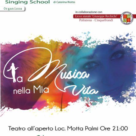 """Chloe Singing School e Liceo Rechichi insieme per  il concerto """"La musica nella mia vita"""" al teatro all'aperto di Palmi"""