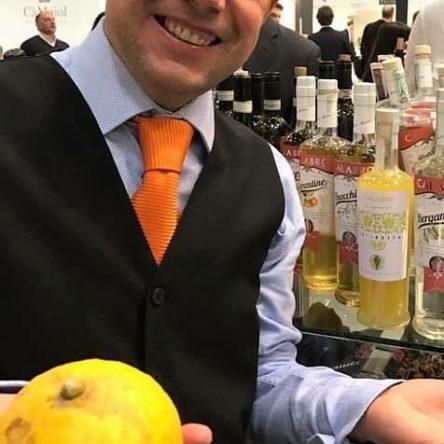 """Dall'Alto Jonio agli hotel più """"in"""" di Londra: chi è Gianfranco Cacciola, il bartender che racconta la Calabria con i cocktails"""