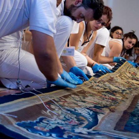(Ita) Sabato 4 agosto al Diocesano i giovani di Arte e fede accolgono i visitatori nel cantiere di restauro della Nuvola di Camerino