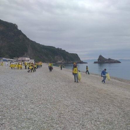 Spiagge e Fondali puliti: Legambiente in azione sul litorale della Piana di Gioia Tauro con centinaia di volontari