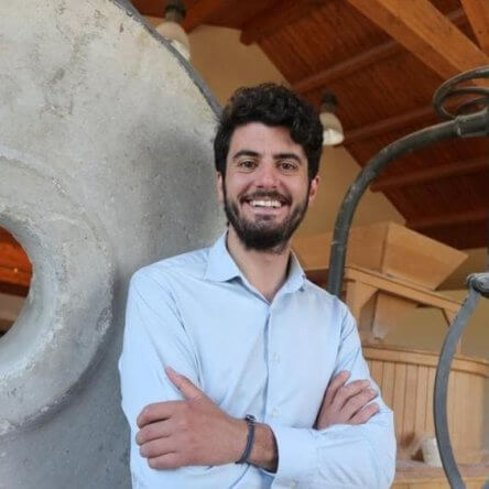 Il neo ministro Bellanova apre agli OGM e al Ceta: l'imprenditore agricolo Stefano Caccavari smuove il web con il suo grido di protesta