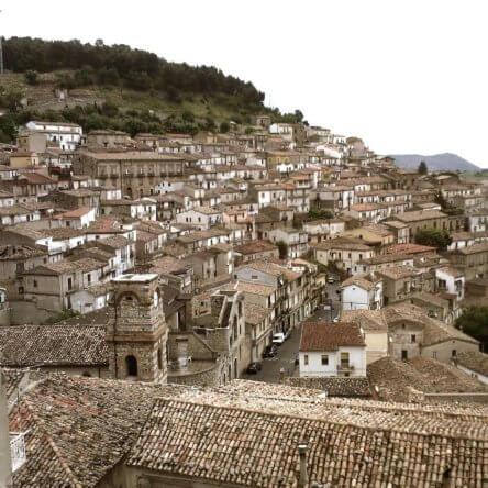 Calabria autentica. Il futuro del turismo punta sui borghi