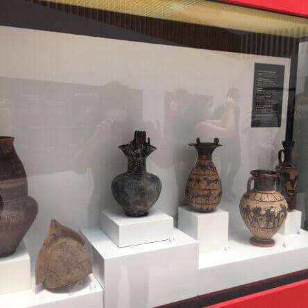"""""""Salvati dall'oblio"""": al Museo di Reggio in mostra oltre 150 tesori d'archeologia recuperati dai Carabinieri per la Tutela del Patrimonio Culturale"""