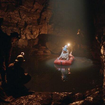 """""""Il Buco"""" di Frammartino premiato a Venezia: coraggio e incanto nel capolavoro che consacra il Pollino. In sala il 23 settembre"""